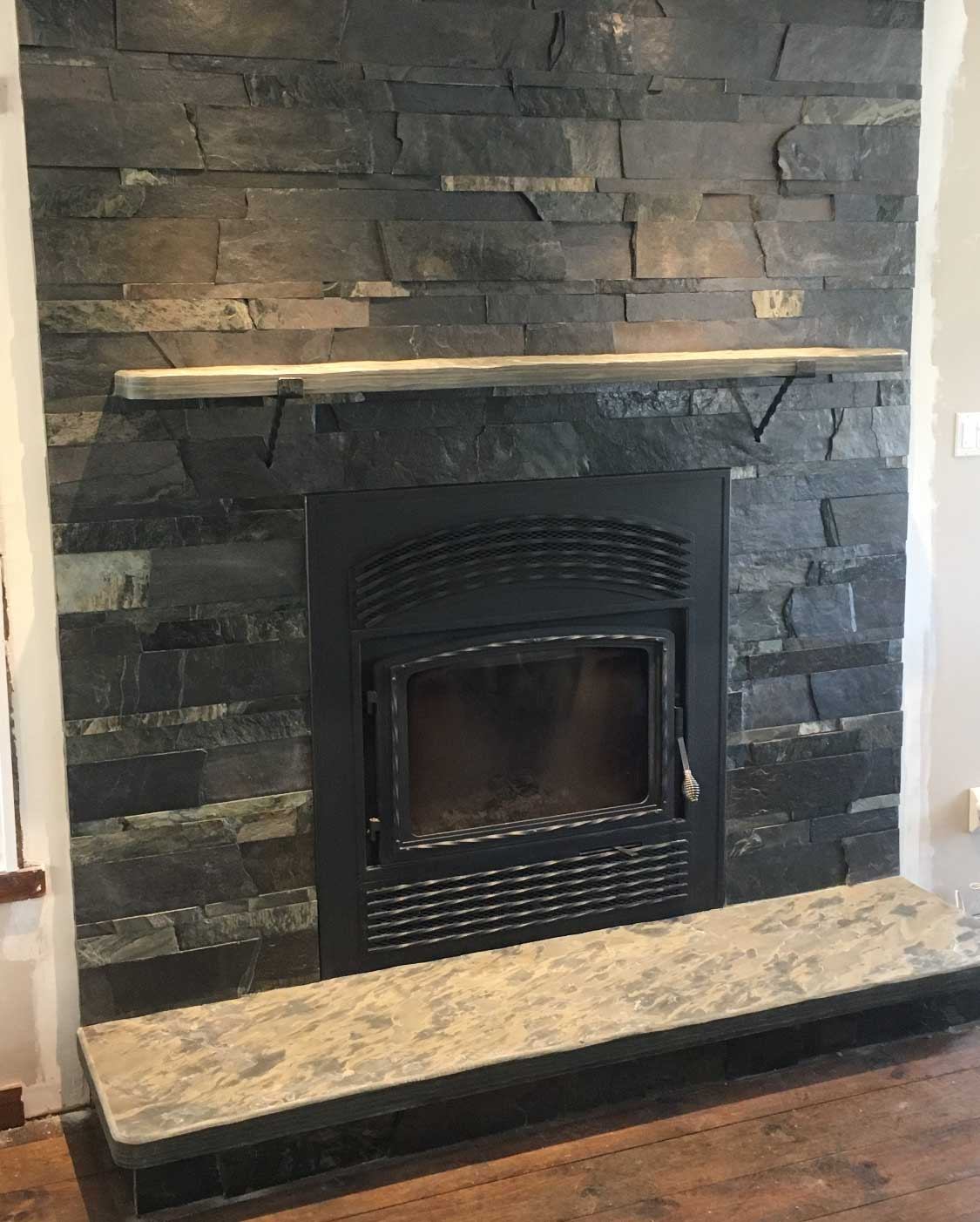 Natural fireplace cladding