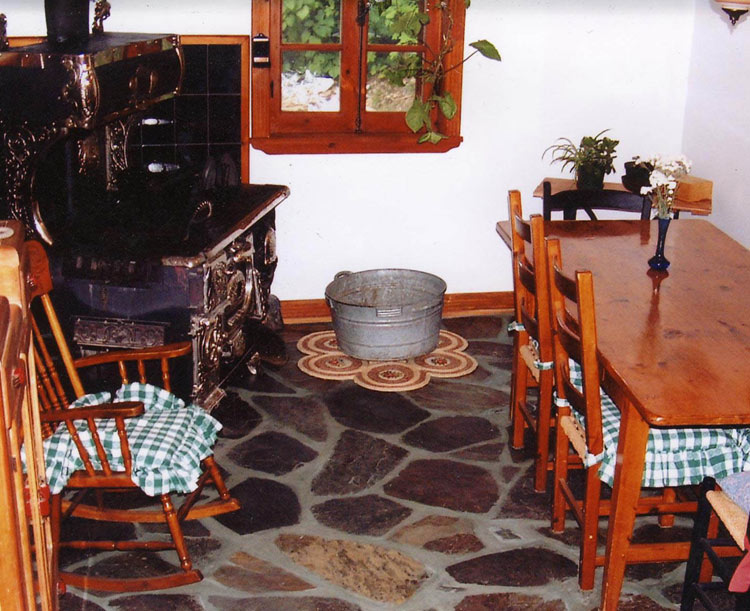 Rustic style kitchen floor